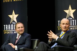 <p>NHL-Commissioner Gary Bettman (links) und Bruins-Eigner Jeremy Jacobs<br/>Foto: imago<br/></p>
