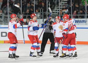 Russland schlägt die USA nach 0:2-Rückstand mit 5:2 und spielt nun gegen die Slowakei um den Turniersieg