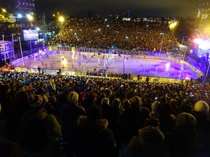 Zuschauerrekord bei Freiluftspiel in der KHL und Jackentausch der Trainer