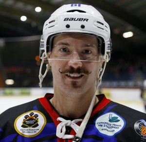 Eishockey NEWS sucht den Mr. Movember 2017
