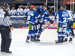 Torfestival in Straubing, Köln entscheidet das NRW-Duell für sich, Nürnberg verschenkt 2:0-Führung und Schwenningen siegt nach Penalty-Schießen