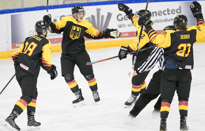 DEB-Team siegt 5:1 gegen Weißrussland und ist einen Punkt vom Aufstieg entfernt