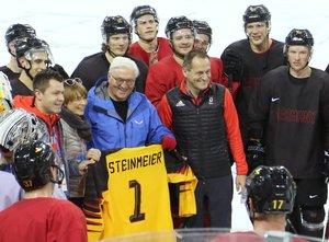 Deutsche Eishockey-Silberhelden von Pyeongchang werden mit dem Silbernen Lorbeerblatt geehrt