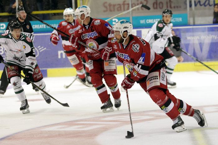 Angreifer Dave Wrigley steht weiterhin für den Süd-Oberligisten EV Landshut auf dem Eis