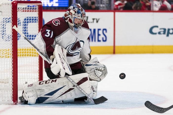 Grubauers Avalanche bleiben ungeschlagen, Erste Oilers-Niederlage, Islanders bezwingen St. Louis, Pastrnak trifft vierfach