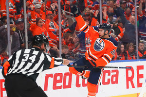 Tor und zwei Assists: Draisaitl führt Oilers zu Auftaktsieg – Bergmann-Debüt mit knapp 13 Minuten Eiszeit bei Sharks-Niederlage