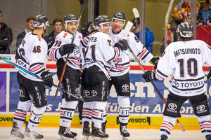Haie schocken die DEG, München ringt Straubing im Spitzenspiel nieder, Ice Tigers gewinnen wildes Match