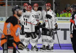 Eisenschmid führt Mannheim zum Sieg im Top-Spiel, Köln gewinnt drittes Spiel unter Lacroix, Nürnberg holt spät wichtige Punkte in Augsburg