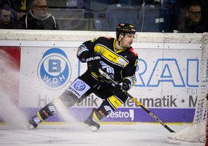 Verteidiger Alex Trivellato spielt auch in der neuen Saison in Krefeld