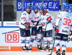 Adler Mannheim gewinnen auch zweites Auswärtsspiel in München und führen mit 3:1 – Endras stellt Playoff-Rekord ein
