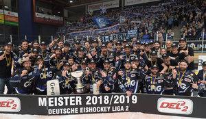 Ravensburg Towerstars feiern DEL2-Meisterschaft 2019 nach einem deutlichen 5:1-Heimsieg über Frankfurt