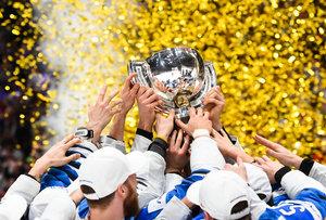 """Finnland nach WM-Triumph: Fans feiern in Helsinki, Anttila ist jetzt ein """"Nationalheld"""" und Niederlage gegen Deutschland half auf Weg zum Titel"""