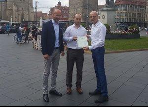 Aus Rostock: Halle verpflichtet Stürmer Bezouska, der ab sofort Deutscher ist