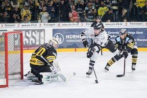 Bremerhaven verliert Halbfinale bei swb-Energie-Cup, DEG stark in Genf, Schwenningen unterliegt College-Truppe