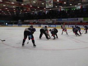 Bayreuth fertigt Erfurt ab, Essen gewinnt kurzweiliges Duell gegen Selb, Lindau verliert in Sterzing