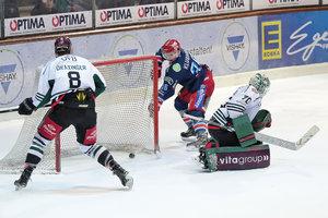 Memmingen gewinnt Spitzenspiel gegen Deggendorf, Rosenheim stolpert in Selb, Regensburg chancenlos gegen Riessersee