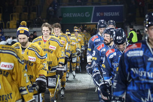 Die besten Fotos vom Hockey Open Air 2020: Jordan Knackstedt führt Eislöwen zum 5:3-Sieg über Lausitzer Füchse