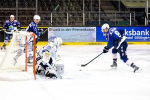 Kassel souverän, Frankfurt dreht Spiel gegen Ravensburg, Weißwasser überrascht in Bietigheim, Freiburg dreht im Schlussabschnitt auf