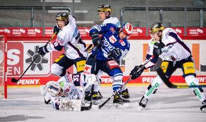 Schwenninger Wild Wings fertigen Eisbären Berlin mit 7:2 ab und übernehmen Tabellenführung in Gruppe B