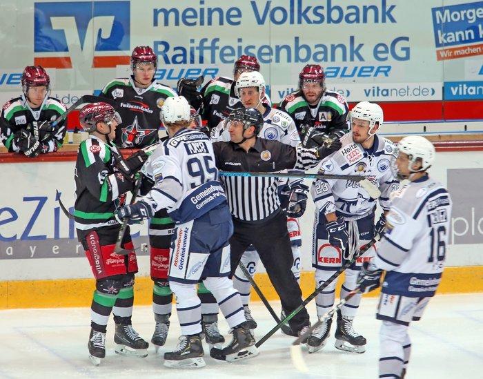 Regensburg dreht 2:4-Rückstand und bleibt ungeschlagen, Rosenheim gewinnt torreiches Oberbayernderby, Memmingen fertigt DSC ab