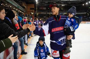 Ehrung für 500. DEL-Spiel und neuer Vertrag: Benedikt Brückner hält den Wild Wings die Treue