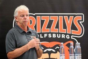 Wolfsburgs Manager Charly Fliegauf hofft auf rund 2.200 Zuschauer pro Spiel