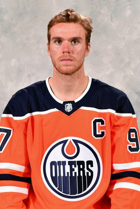 McDavid führt Oilers mit Hattrick zum Serienausgleich – Vier Spieler der Golden Knights und Stars knien während Hymnen