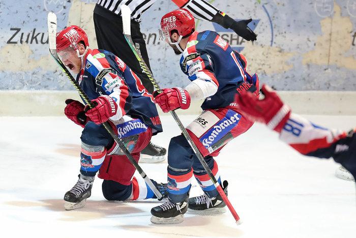 Selb bezwingt Rosenheim im Top-Spiel, Regensburg unterliegt in Peiting, Lindau gewinnt in Memmingen