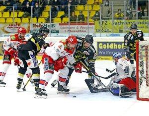 Bad Nauheim fügt Eispiraten erste Niederlage zu, Aufsteiger Selb siegt in Bad Tölz, Kassel nach 0:3 gegen Bayreuth neuer Tabellenletzter