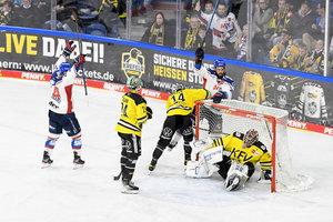 Mannheim gewinnt sechstes Spiel in Folge, überragender Urbas führt Bremerhaven zum Auswärtssieg in Schwenningen