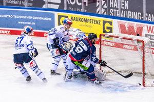 Deutliche Resultate: Straubing schlägt Schwenningen mit 5:1, Eisbären Berlin fertigen Krefeld mit 6:1 ab