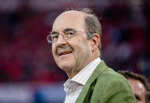 """Fritz von Thurn und Taxis gibt nach 25 Jahren Comeback am Eishockey-Mikrofon: """"Gespräche mit dem Hans waren immer aufregend"""""""