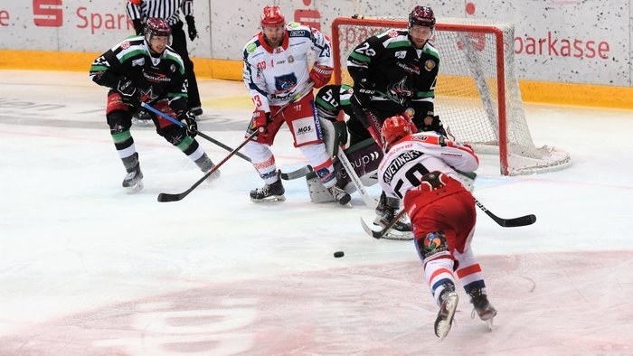 Selber Wölfe schlagen in Rosenheim zurück –Overtime-Treffer von Divis bringt Regensburg ersten Matchpuck