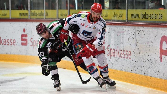 Kapitän Baindl trifft doppelt: Starbulls Rosenheim bezwingen Selber Wölfe mit 4:1 und erzwingen fünftes Duell am Sonntag