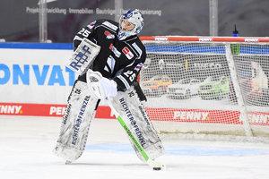 Nach starker Saison: Goalie Sebastian Vogl verlängert seinen Vertrag bei den Straubing Tigers