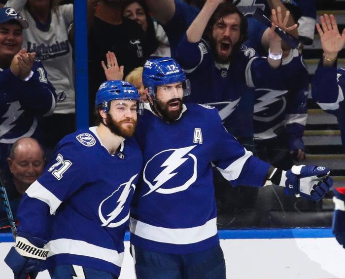 Tampa Bay Lightning deklassieren New York Islanders mit 8:0 – Brayden Point baut Torserie weiter aus