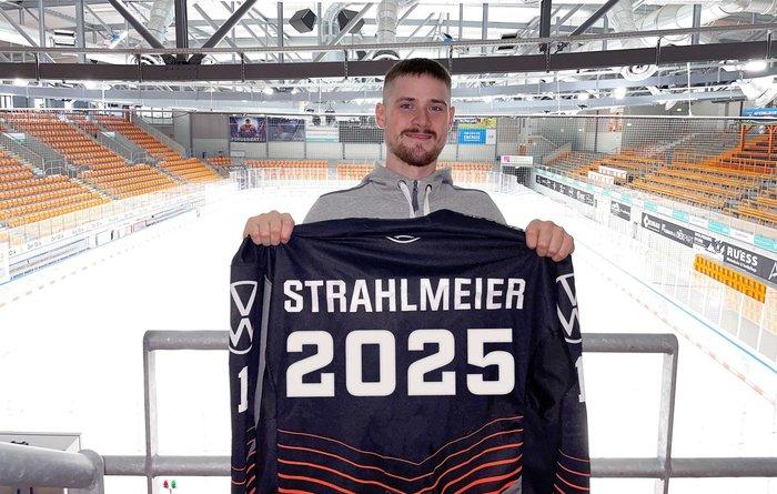 Vertrag um drei Jahre verlängert: Torhüter Strahlmeier bleibt bis 2025 in Wolfsburg